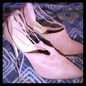 Lottie 4 in heels